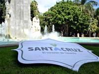Cartel Santa Cruz en la fuente grande del parque García Sanabria de Santa Cruz de Tenerife