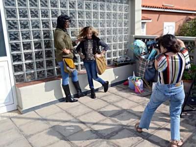 Fotografa y modelos con bolsos de Farobag