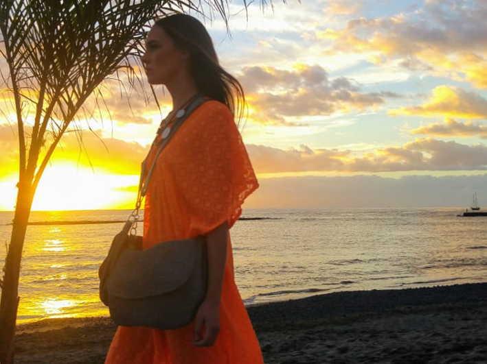 El desfile de los bolsos de Farobag en Tenerife Fashion Beach Costa Adeje fue un éxito rotundo