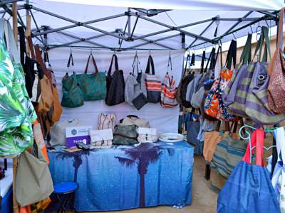 Puesto de bolsos y complementos de moda de Farobag en Art Craft Market