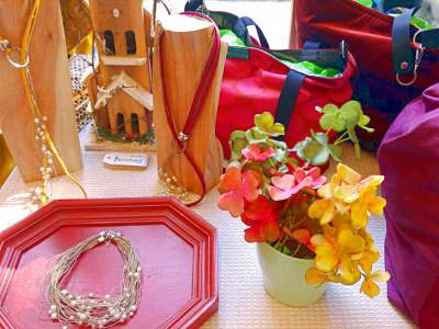 Bisutería y decoración en el puesto de Farobag