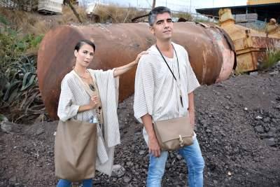 Bandolera cuadrada y Totebag de la colección Arenas del Desierto
