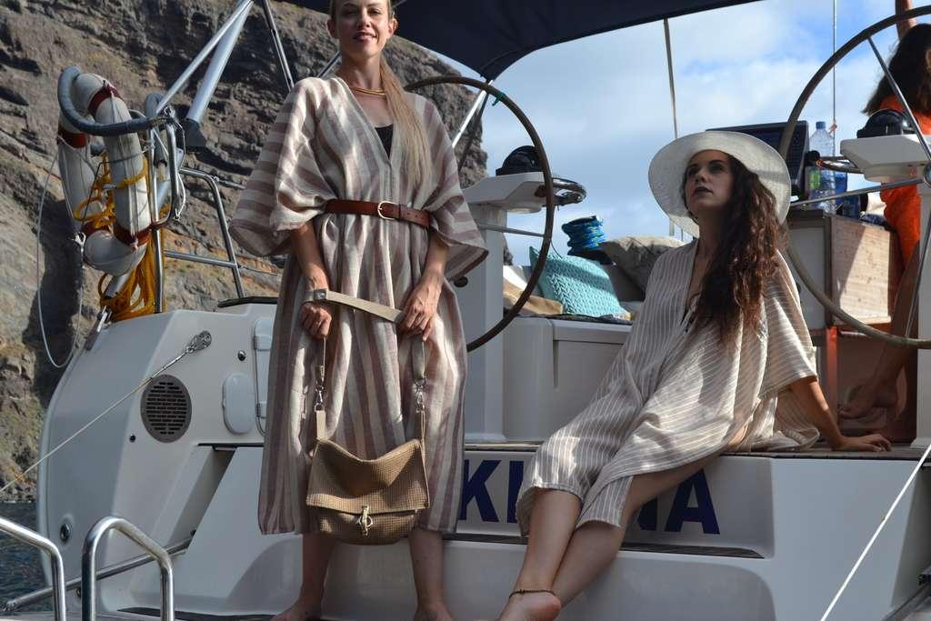 Bandolera Cuadrada y túnicas de la colección Arenas del Desierto