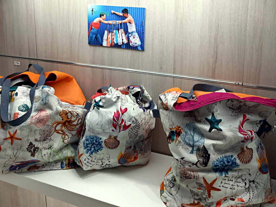 Bolsos del tela de la serie Cangrejeando de Farobag en MOMAD