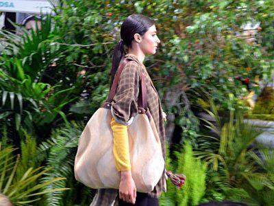 Modelo con Citybag de la serie Mambo