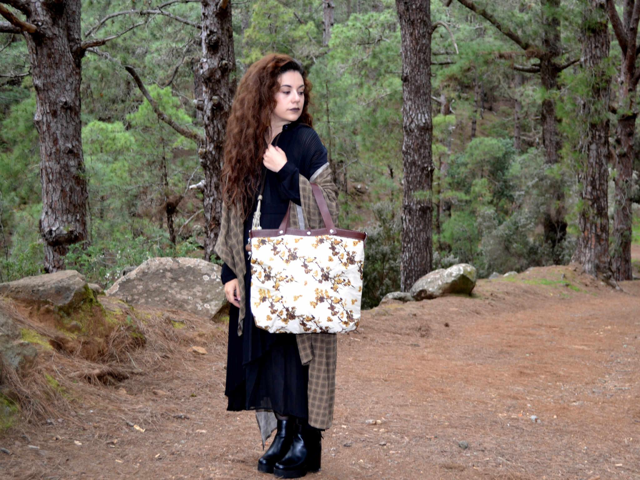 Mujer con bolso citybag de la serie mambo