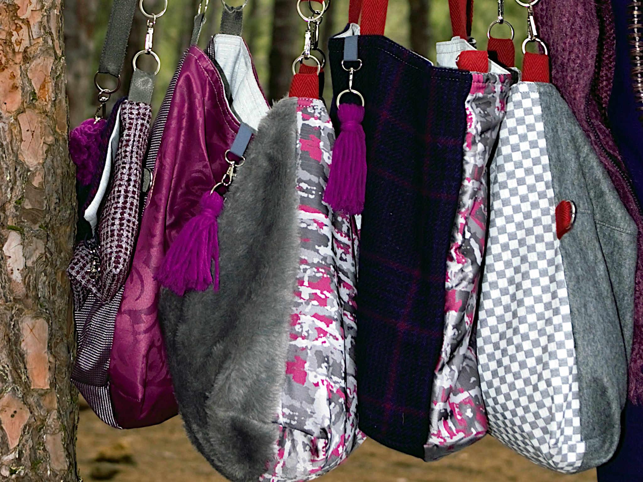 Varios bolsos de tela de la serie Rumba