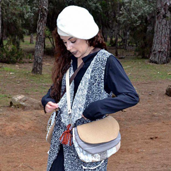 Modelo con Bandolera redonda de la serie Mambo de Farobag