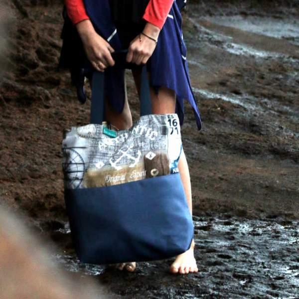Modelo con bolso de playa Roque Bermejo