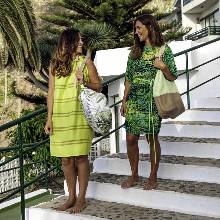 2 modelos con bolsos de tela de Farobag