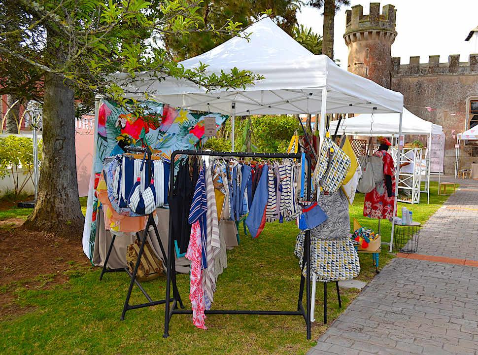 El puesto de ropa y bolsos de Farobag en Dreamer Market