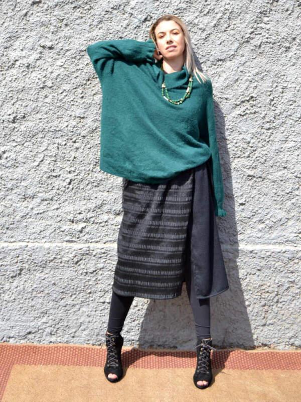 """Modelo con falda modelo """"Ana"""" de Farowear"""