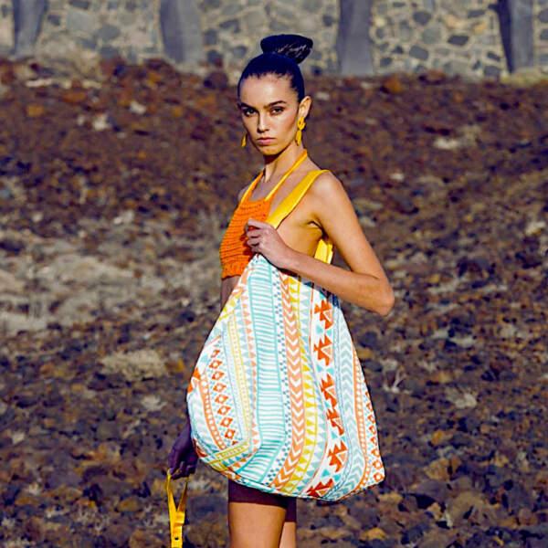 modelo con beachbag xxl de Farobag