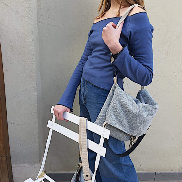 Modelo con totebag de dos bolsillos de edición especial de Farobag