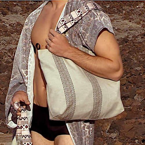 Modelo con City Bag de la serie Clara de Farobag